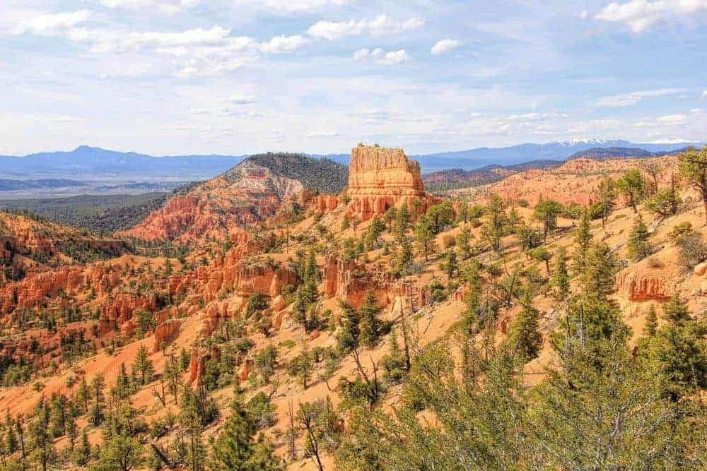 Golden Wall and Castle Bridge Trail - Red Canyon National Park
